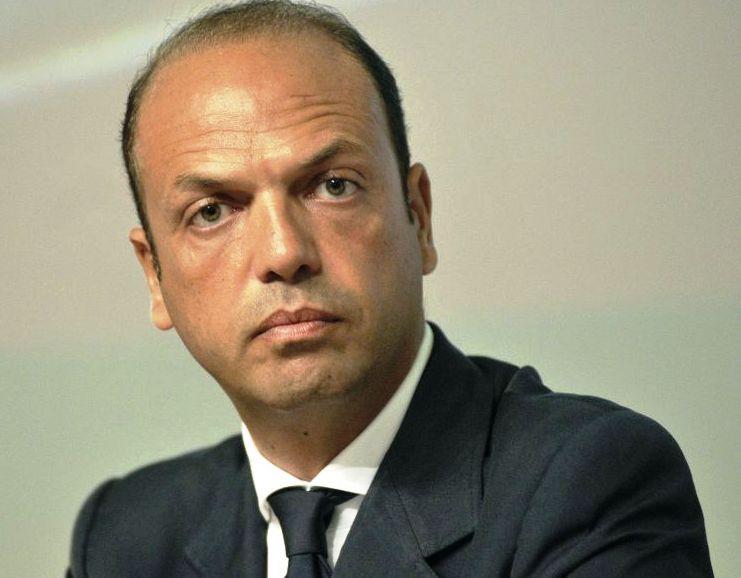 وزير الخارجية الايطالي  أنجلينو ألفانو
