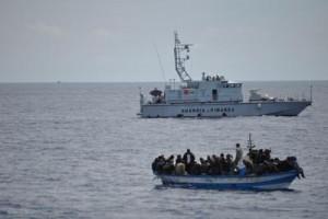 خفر السواحل ينقذ مهاجرين في البحر المتوسط