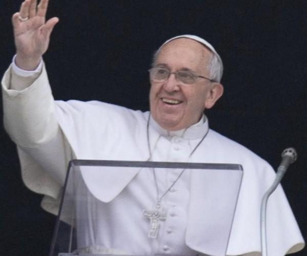 البابا يدعو لالتزام حازم بإعطاء أمل لمجال العمل