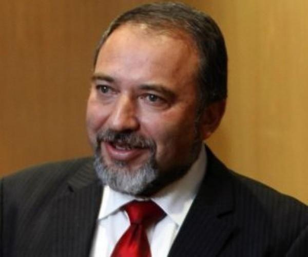 ليبرمان يشترط اعادة إعمار غزة بنزع السلاح