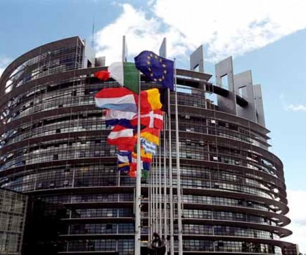 برلمانية أوروبية تدعو تركيا للافراج عن الصحفي الإيطالي ديل غراندي