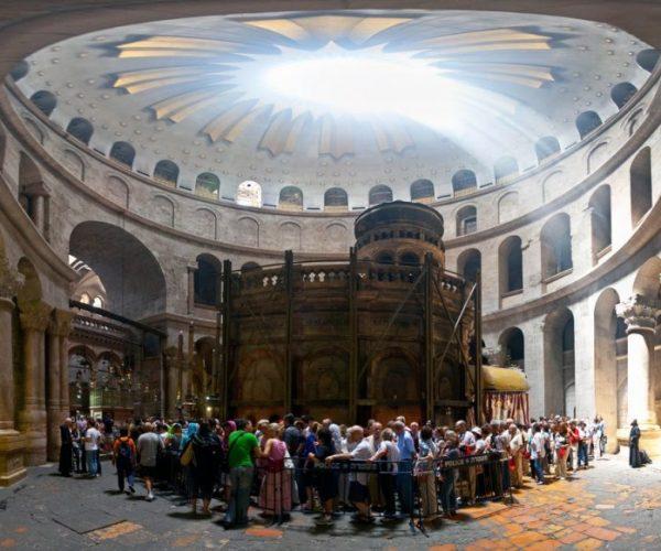 كورونا يقيد الدخول إلى كنيسة القيامة بالقدس
