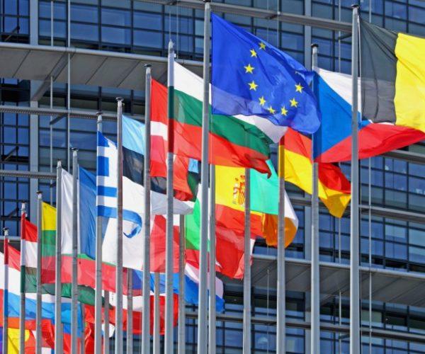 الاتحاد الأوروبي: تصميم على مساعدة المحتاجين