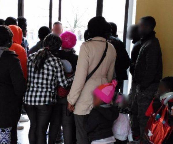 كاهن إيطالي: المراسيم الأمنية تطفح بالعنصرية ويجب تعليقها
