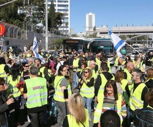 مئات مرتدي السترات الصفراء يتظاهرون في تل ابيب