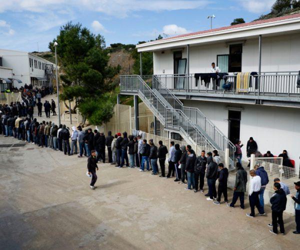 برلماني إيطالي: نظام الاستقبال اجرامي وتلزم خطة لإعادة المهاجرين الآن