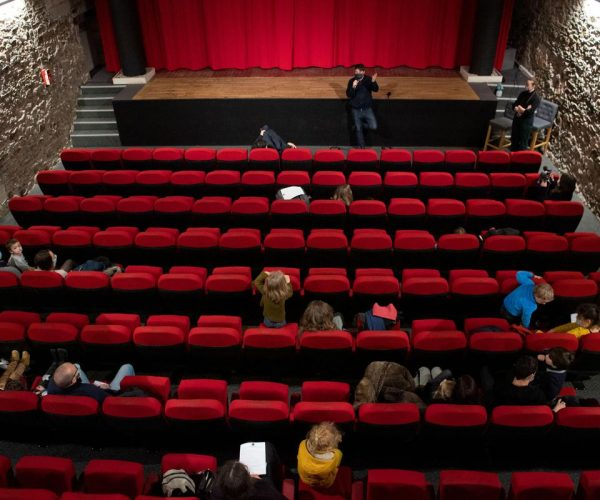برلماني إيطالي: إعادة فتح صالات السينما والمسارح بأقصى سعتها